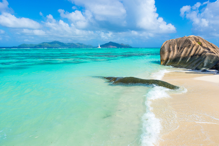 argent: Anse Source dArgent - Beach on island La Digue in Seychelles