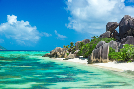 Anse Source d'Argent - Beach on island La Digue in Seychelles 스톡 콘텐츠