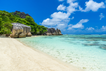 argent: Anse Source dArgent - Beautiful beach on tropical island La Digue in Seychelles Stock Photo