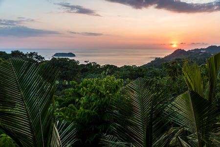 Sunset at Manuel Antonio, Costa Rica - tropical pacific coast 免版税图像