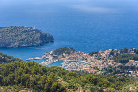 Puerto de Soller, Port of Mallorca island in balearic islands, Spain. Beautiful  beach and bay with boats in clear blue water of summer day. Archivio Fotografico