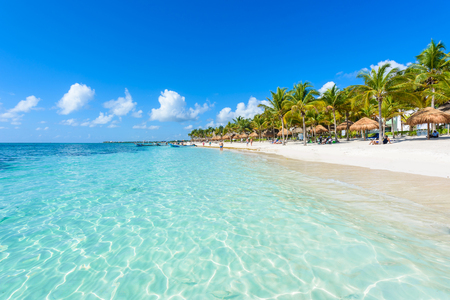 アクマル ビーチ - キンタナ ・ ロー、Mexiko - カリブ海岸のパラダイス湾 写真素材 - 83480679