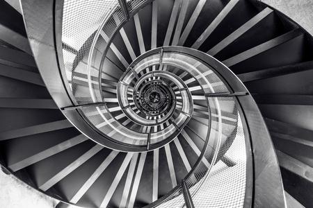 タワーの建物の建築、インテリアの螺旋階段 写真素材