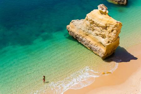 프라이 아 다 Marinha- 아름 다운 해변 Marinha Algarve, 포르투갈