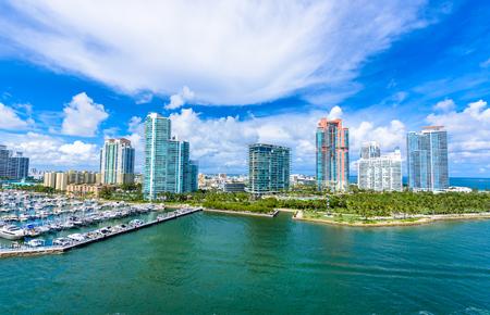 South Pointe Park et Pier à South Beach, Miami Beach. Vue aérienne. Paradis et côte tropicale de la Floride, États-Unis.