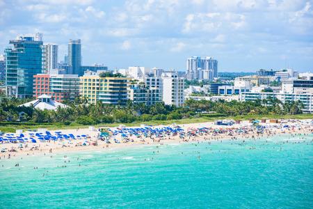 サウスビーチ、マイアミビーチ。アメリカ、フロリダ州の熱帯と楽園の海岸。上空表示。