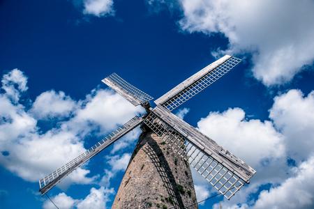 バルバドスのモーガン・ルイス・ミルは、熱帯カリブ海の島で、島で最後の作業ミルであり、1727年に建設されたと考えられています。島の旅行先。