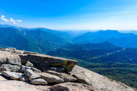 View from the Moro Rock - Hiking in Sequoia National Park, California, USA 免版税图像