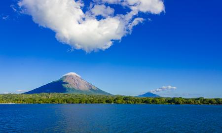 Island Ometepe with vulcano in Nicaragua 版權商用圖片
