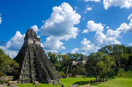 Tikal - Ruinas mayas en la selva de Guatemala Foto de archivo