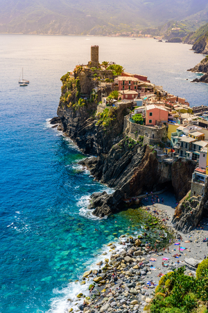 Vernazza - Village of Cinque Terre National Park at Coast of Italy. Beautiful colors at sunset. Province of La Spezia, Liguria, in the north of Italy - Travel destination and attractions in Europe. Standard-Bild