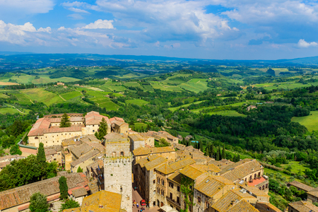 San Gimignano - Aerial view of the historic town with beautiful landscape scenery on a sunny summer day in Tuscany, small walled medieval hill town with towers in the province of Siena, Italy Stockfoto - 116925912
