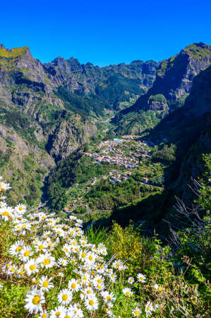 View of Curral das Freiras village in the Nuns Valley in beautiful mountain scenery, municipality of Câmara de Lobos, Madeira island, Portugal. Banque d'images