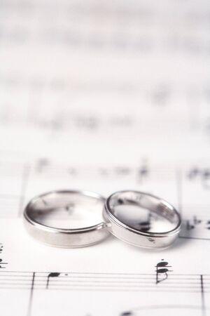 partition musique: Deux anneaux de mariage sur une musique