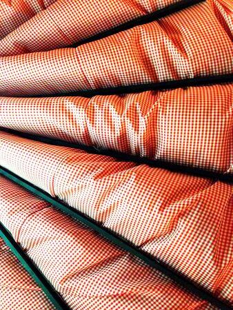 materiale: Rosso e Bianco Materiale in una struttura in legno