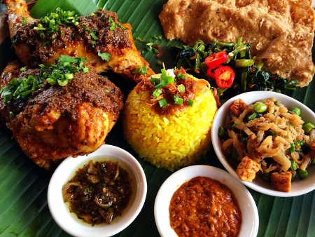 cuisines: Delicious Indonesian Chicken with Rice Dish