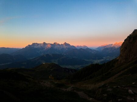 Sunset in the Austrian Alps; orange sun 版權商用圖片