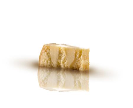 Grana Padano Käse auf einem isolierten Hintergrund Standard-Bild - 72426209
