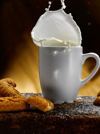 Tasse Milch Standard-Bild - 34682761