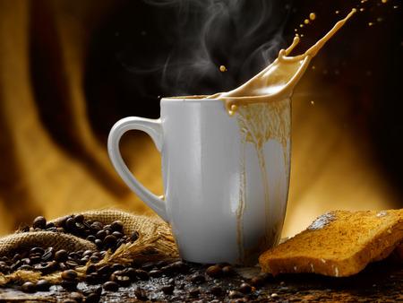 Milch und Kaffee Standard-Bild - 34682767