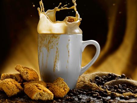 Milch und Kaffee Standard-Bild - 34682769
