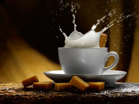 Tasse Milch Standard-Bild - 34682770