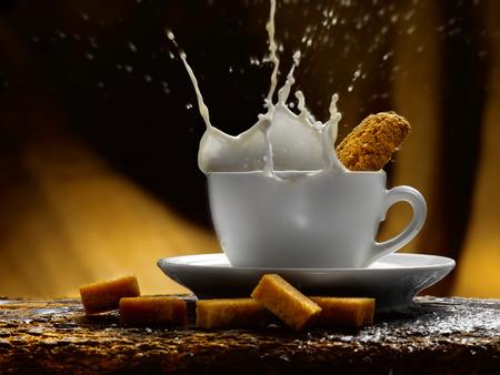 Tasse Milch Standard-Bild - 34682771