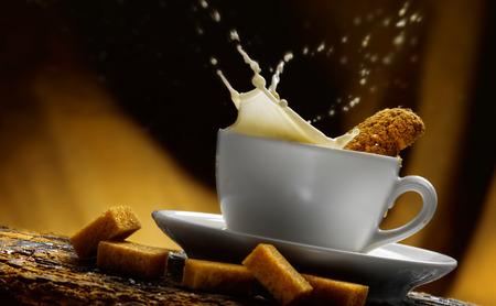 Tasse Milch Standard-Bild - 34682772