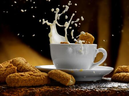 Tasse Milch Standard-Bild - 34683605