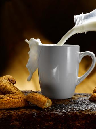 Tasse Milch Standard-Bild - 34683607