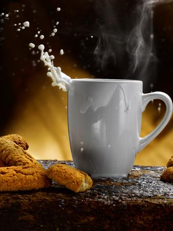 Tasse Milch Standard-Bild - 34683612