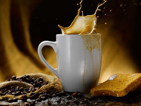 Milch und Kaffee Standard-Bild - 34683629