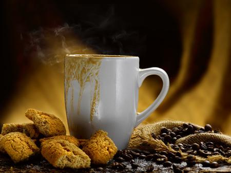 Milch und Kaffee Standard-Bild - 34683633