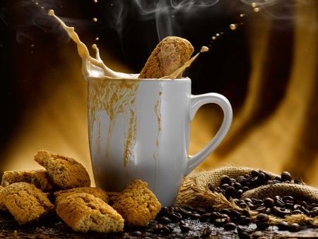 Milch und Kaffee Standard-Bild - 34683634