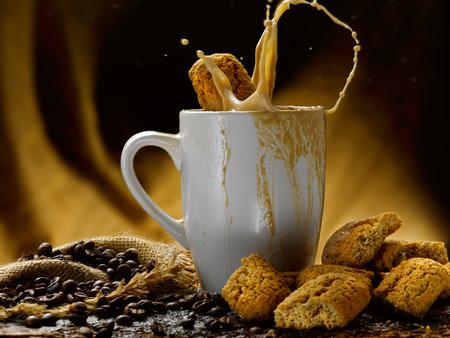 Milch und Kaffee Standard-Bild - 34683637