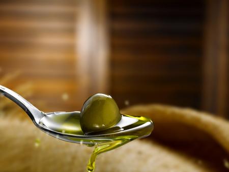 Natives Olivenöl extra Standard-Bild - 70925835