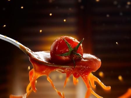 Tomaten-sauce Standard-Bild - 92851431