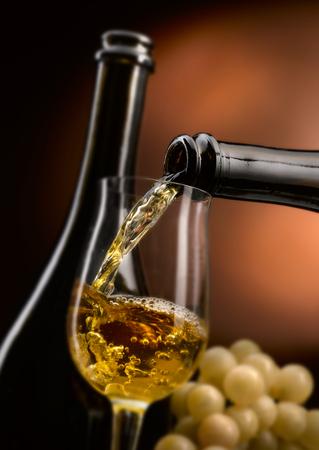 Ausgezeichneter handwerklicher Wein in all seinen Formen Standard-Bild - 92848207