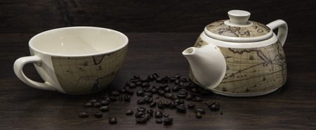 Coffe Cup with Coffe Pot with Coffee Beans and wooden background Foto de archivo