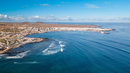 aerial view of waves crashing on the bay of corralejo, fuerteventura 版權商用圖片 - 134792779
