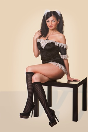 maid: Mujer cauc�sica hermosa vestida con un traje de mucama franc�s sexy