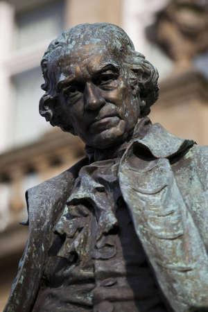 uitvinder: Standbeeld van James Watt, ingenieur en uitvinder Redactioneel