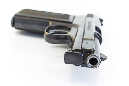 pistolas: Arma aislado en blanco.