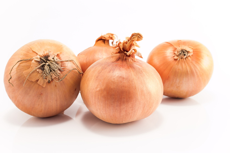 Onions isolated on white close-up. Banco de Imagens