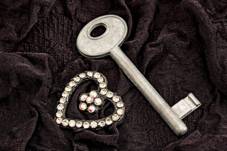 unavailability: Key and heart of rhinestones.