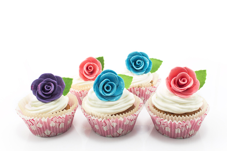 favorite colour: Cupcakes decorated with roses on a white background.