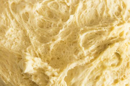 levadura: Pasta con el creciente levadura, primer. Foto de archivo