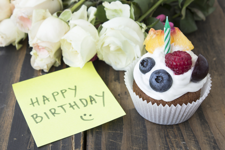 notepaper: Delicious Cupcake with Happy Birthday Notepaper and Flowers. Stock Photo