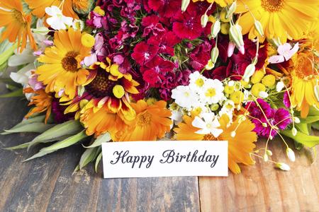 Happy Birthday Card with Spring Flowers. Standard-Bild - 101896892
