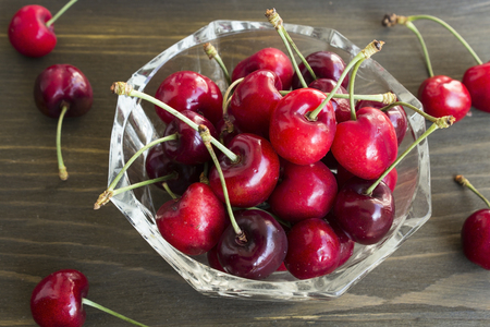 Cherries in a Glass Bowl. Standard-Bild - 102651381